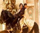 O príncipe ea princesa montando um lindo cavalo