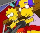 Lisa juntamente melhor amigo Brat, Milhouse jogar com os pedais do carro