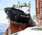 Grande navio de mercadorias ligadas ao porto