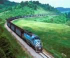 Carga de trem com muitos carros