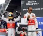 Lewis Hamilton comemora sua vitória em Spa-Francorchamps, na Bélgica Grand Prix 2010