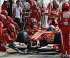 Fernando Alonso nos boxes - Ferrari - Monza 2010