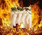 O fogo aceso na noite de Natal com meias penduradas
