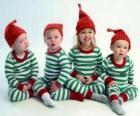 Crianças vestidas para o Natal