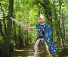 O príncipe corajoso e encantador, com seu escudo e espada