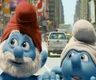Papai Smurf e Desastrado, as ruas de Manhattan. - Os Smurfs, filme -
