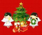 Dois anjos com uma árvore de Natal