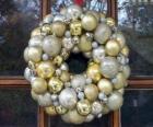 Coroa de Natal, feita com bolas