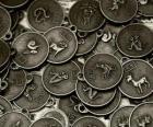 Medalhas com os signos do zodíaco chinês