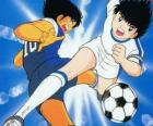 Captain Tsubasa em alta velocidade enquanto controla a bola