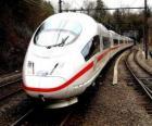 Um trem-bala ou trem de passageiros de alta velocidade