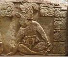 Desenhos maias esculpidos em uma pedra