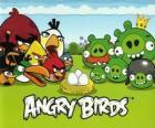 Pássaros, ovos e porcos verdes em Angry Birds