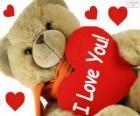 Urso de peluche com corações para Dia dos Namorados