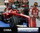 Fernando Alonso comemora sua vitória no Grande Prêmio da China de 2013