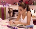 Violetta, escrevendo em seu diário