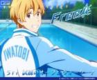 Nagisa com o agasalho do clube de natação Iwatobi