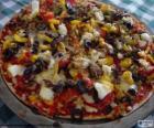 Pizza com azeitonas e pimentos