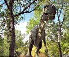 Dinossauro grande, atravessando a floresta