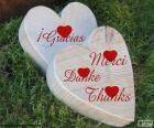 Dois corações de madeira