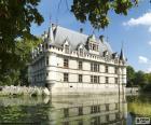 O Castelo de Azay-le-Rideau é um exemplo de arquitectura renascentista francês, situado em Azay-le-Rideau, em Indre-et-Loire, França