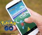 Mobile com o app Pokémon GO