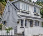 Casa blanca de madeira