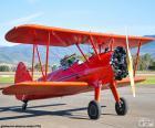 Avião biplano vermelho