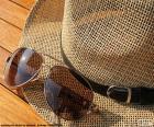 Chapéu e óculos de sol