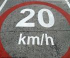 Área limitada a 20 km/h