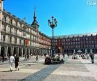 O Plaza que Mayor está localizado no centro de Madrid