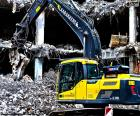 Uma escavadora de demolição