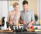 Casal na cozinha