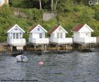 Casas no lago, Noruega
