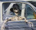 Esqueleto em um carro, Halloween