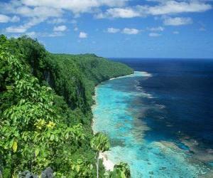 Puzle Rennell Oriental é o maior atol de corais do mundo elevado. Ilhas Salomão.