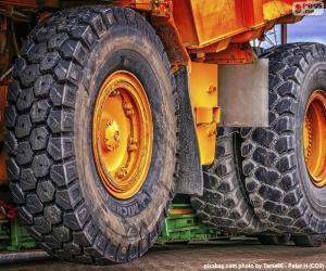 Puzle Rodas de um grande caminhão basculante