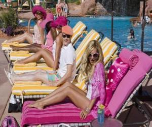 Puzle Ryan Evans (Lucas Grabeel), Sharpay Evans (Ashley Tisdale) na piscina