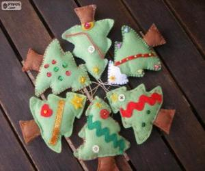 Puzle Seis pequenas árvores de Natal