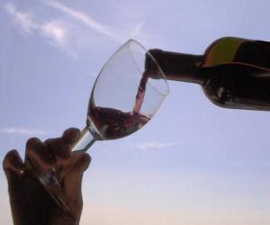 Puzle Servendo o vinho