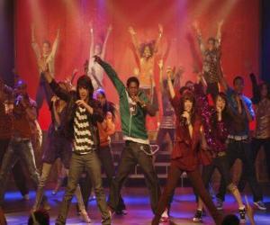 Puzle Shane (Joe Jonas) cantando junto Mitchie Torres (Demi Lovato) no Final Jam