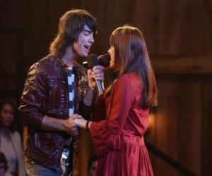 Puzle Shane (Joe Jonas) um hino lado a lado Mitchie Torres (Demi Lovato) no Final Jam