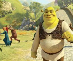 Puzle Shrek andando pela cidade e as pessoas é executado