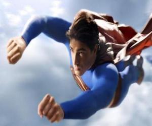 Puzle Superman voando para o céu, com os punhos fechados e com o seu casaco