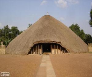 Puzle Túmulos dos Reis do Buganda em Kasubi, Kampala, Uganda