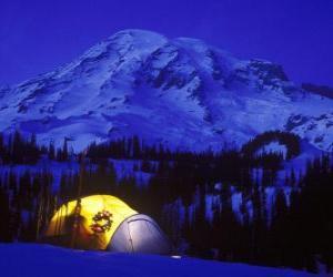 Puzle Tenda nas montanhas para os feriados