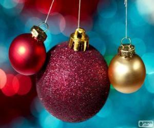 Puzle Três bolas de Natal, um grande e dois pequenos