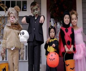 Puzle Trajes de Halloween para crianças