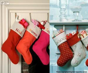 Puzle Vários pendurado meias de Natal cheia de presentes