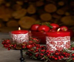 Puzle Velas de Natal iluminada e decorada com frutos vermelhos